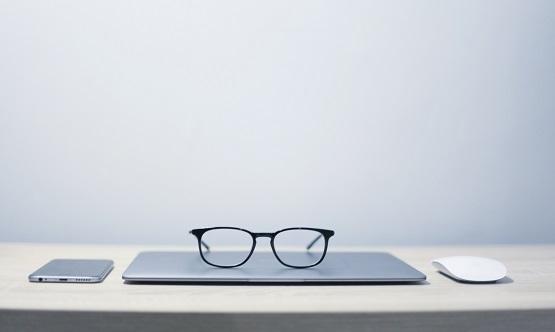 Okulary korekcyjne kiedy pracownik może się o nie ubiegać